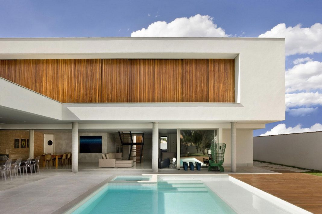 Casa Jones located in near the city center of Brasilia, provides great interaction with nature