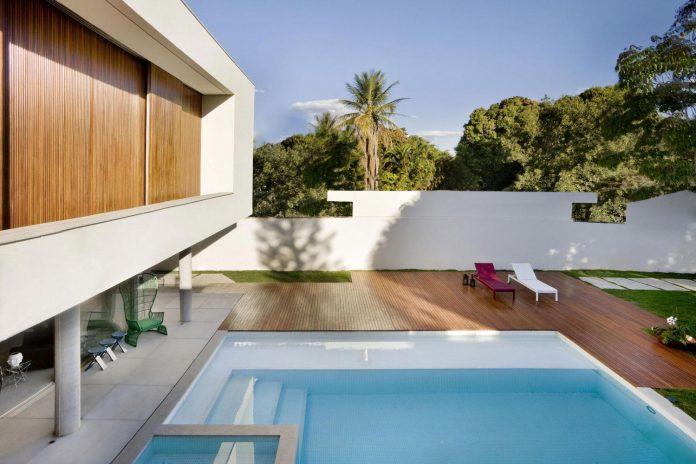casa-jones-located-near-city-center-brasilia-provides-great-interaction-nature-03