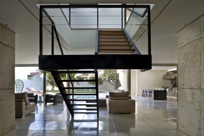 casa-jones-located-near-city-center-brasilia-provides-great-interaction-nature-06