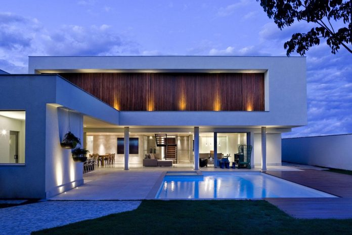 casa-jones-located-near-city-center-brasilia-provides-great-interaction-nature-12