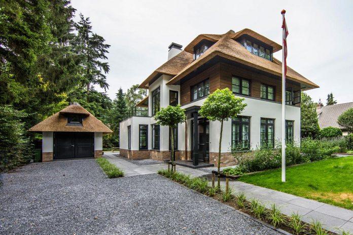 characteristic-villa-forests-around-naarden-netherlands-unique-eco-roof-01