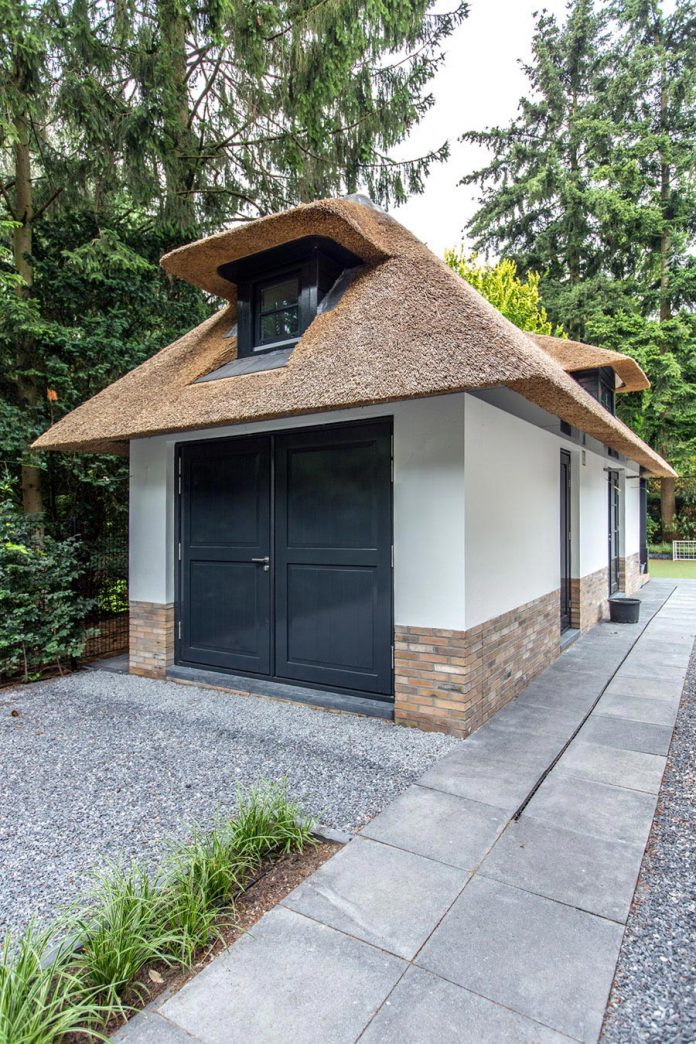 characteristic-villa-forests-around-naarden-netherlands-unique-eco-roof-06