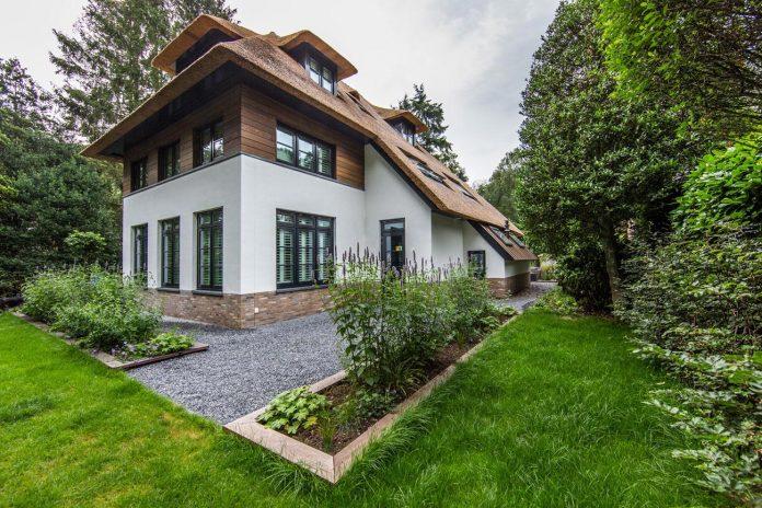 characteristic-villa-forests-around-naarden-netherlands-unique-eco-roof-07