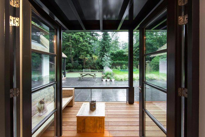 characteristic-villa-forests-around-naarden-netherlands-unique-eco-roof-11