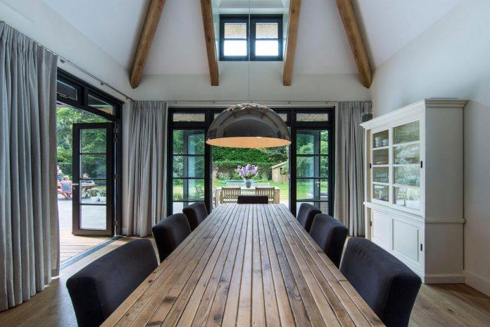 characteristic-villa-forests-around-naarden-netherlands-unique-eco-roof-20