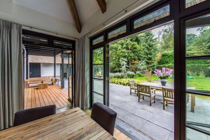 characteristic-villa-forests-around-naarden-netherlands-unique-eco-roof-22