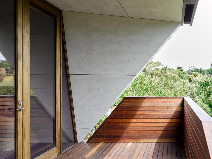 contemporary-chamfer-house-revisits-post-beam-dwelling-designed-1977-kevin-borland-03