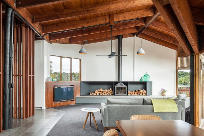 contemporary-chamfer-house-revisits-post-beam-dwelling-designed-1977-kevin-borland-08