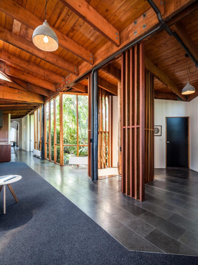 contemporary-chamfer-house-revisits-post-beam-dwelling-designed-1977-kevin-borland-10