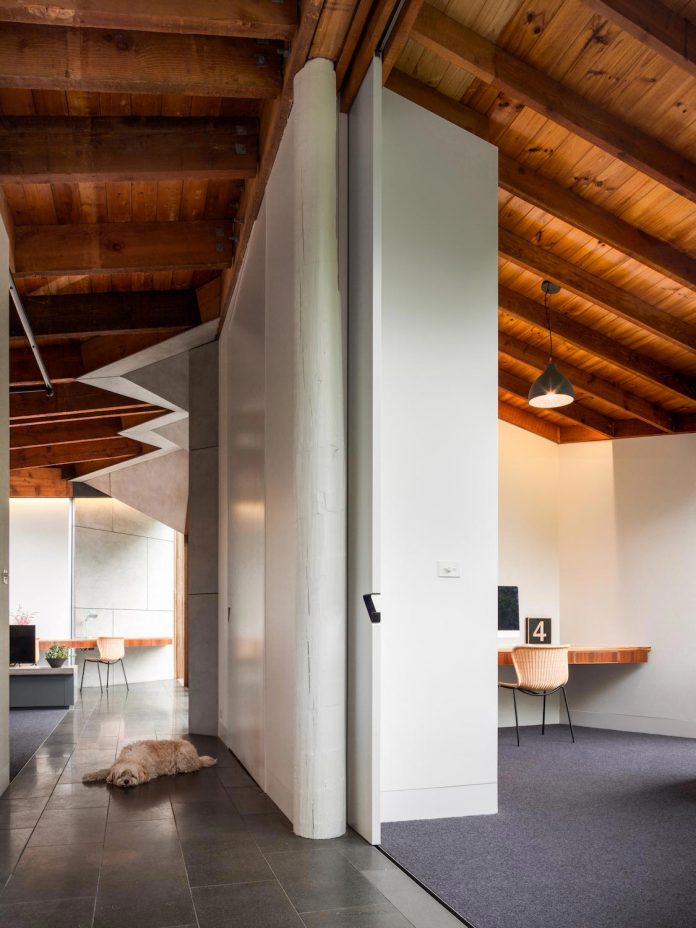 contemporary-chamfer-house-revisits-post-beam-dwelling-designed-1977-kevin-borland-11