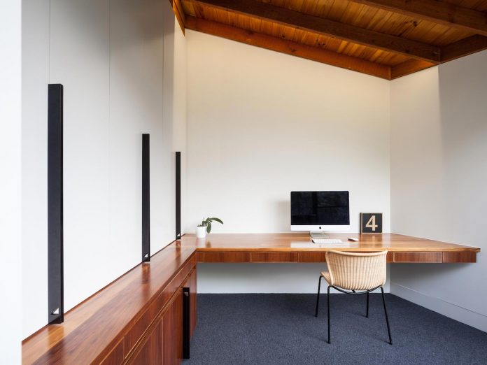 contemporary-chamfer-house-revisits-post-beam-dwelling-designed-1977-kevin-borland-12