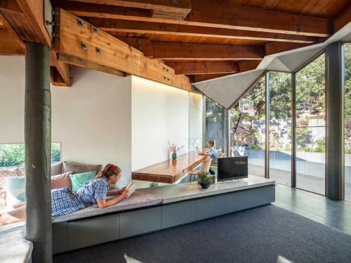 contemporary-chamfer-house-revisits-post-beam-dwelling-designed-1977-kevin-borland-14