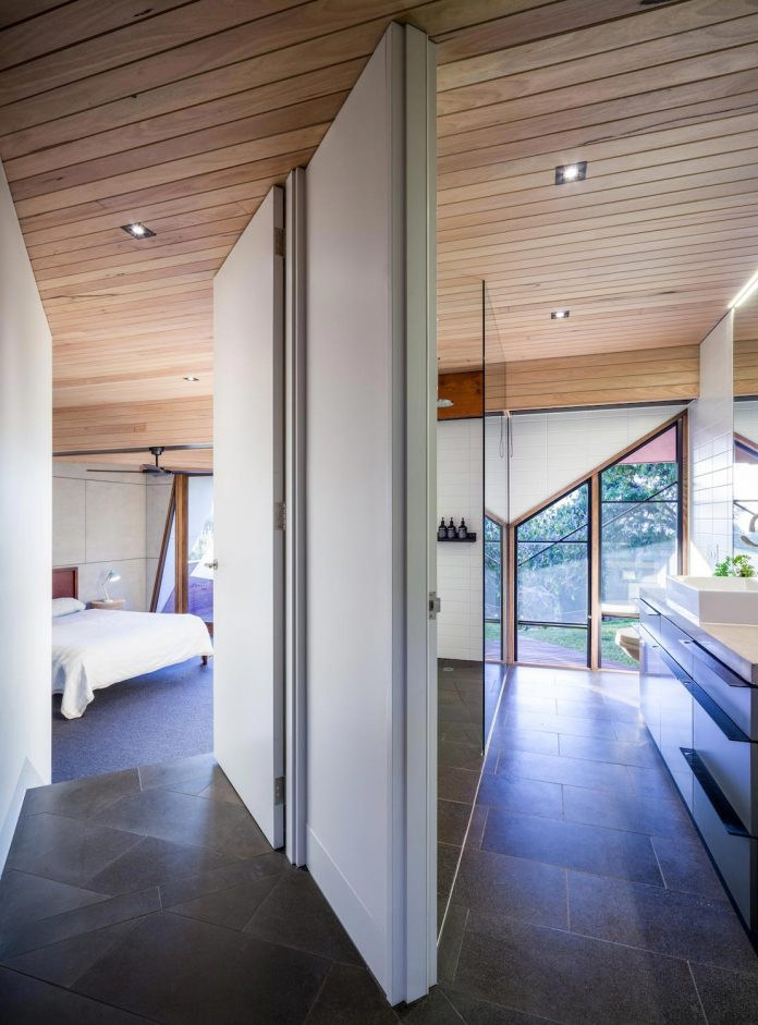 contemporary-chamfer-house-revisits-post-beam-dwelling-designed-1977-kevin-borland-15
