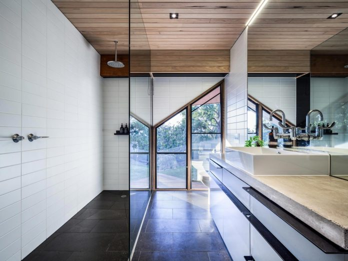 contemporary-chamfer-house-revisits-post-beam-dwelling-designed-1977-kevin-borland-18