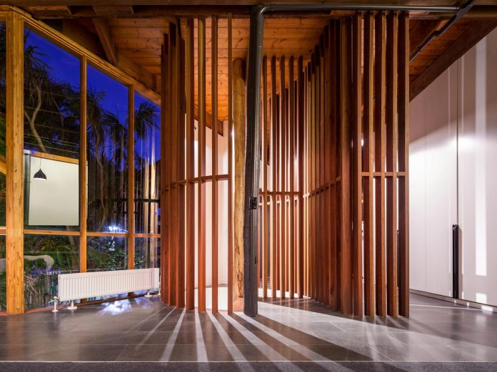 contemporary-chamfer-house-revisits-post-beam-dwelling-designed-1977-kevin-borland-19
