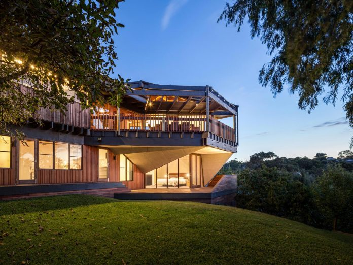 contemporary-chamfer-house-revisits-post-beam-dwelling-designed-1977-kevin-borland-21