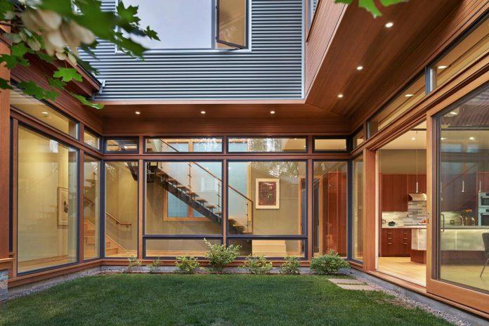 deschutes-house-located-urban-site-facing-deschutes-river-bend-oregon-02