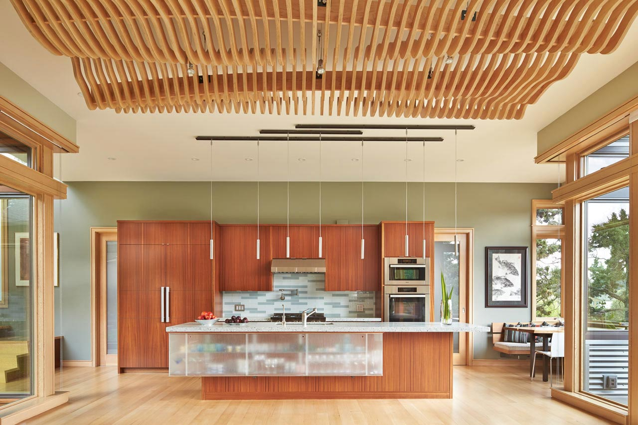 The deschutes house is located on an urban site facing the for Home designers bend oregon