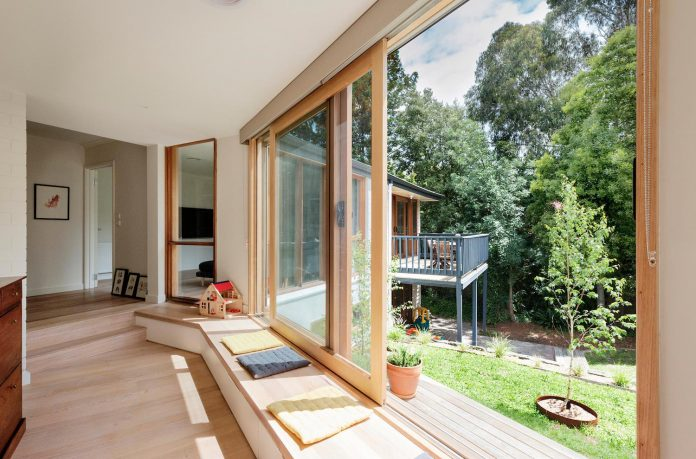 doncaster-house-renovation-1970s-brick-weatherboard-dwelling-large-triangular-site-11