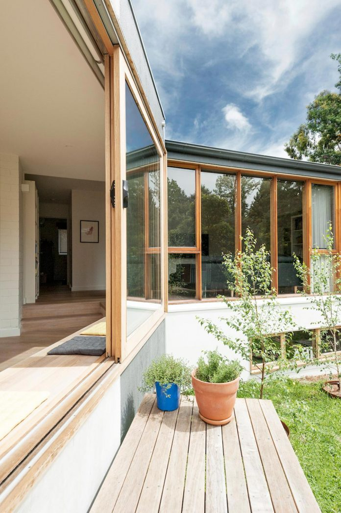 doncaster-house-renovation-1970s-brick-weatherboard-dwelling-large-triangular-site-17