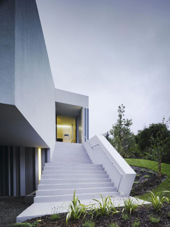 dwelling-maytree-simple-bold-sculptural-form-sits-foot-steep-escarpment-wicklow-hills-02