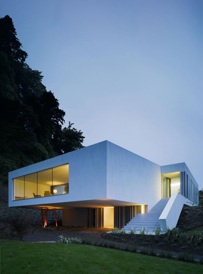 dwelling-maytree-simple-bold-sculptural-form-sits-foot-steep-escarpment-wicklow-hills-03
