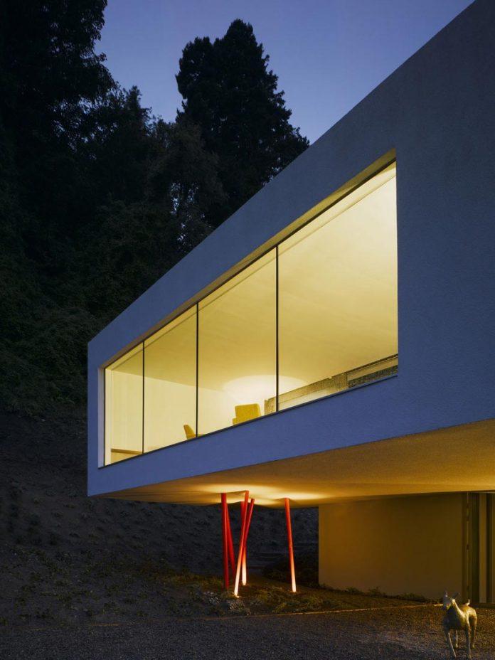 dwelling-maytree-simple-bold-sculptural-form-sits-foot-steep-escarpment-wicklow-hills-04