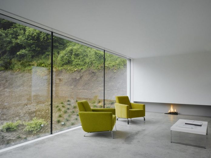 dwelling-maytree-simple-bold-sculptural-form-sits-foot-steep-escarpment-wicklow-hills-05