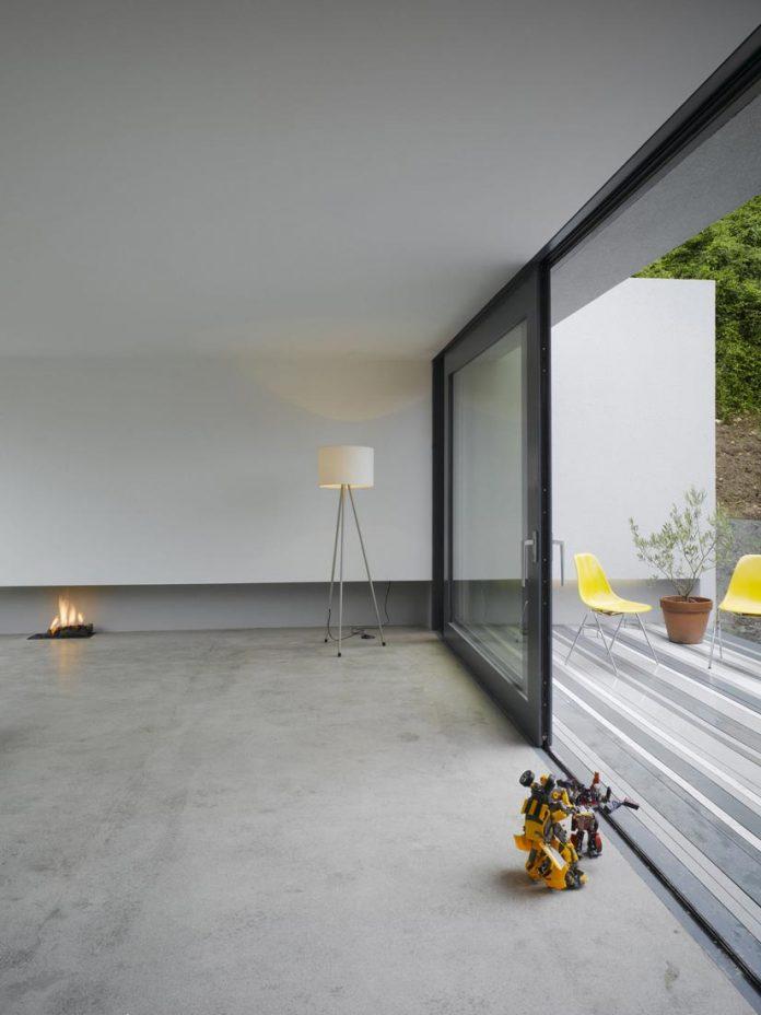dwelling-maytree-simple-bold-sculptural-form-sits-foot-steep-escarpment-wicklow-hills-06