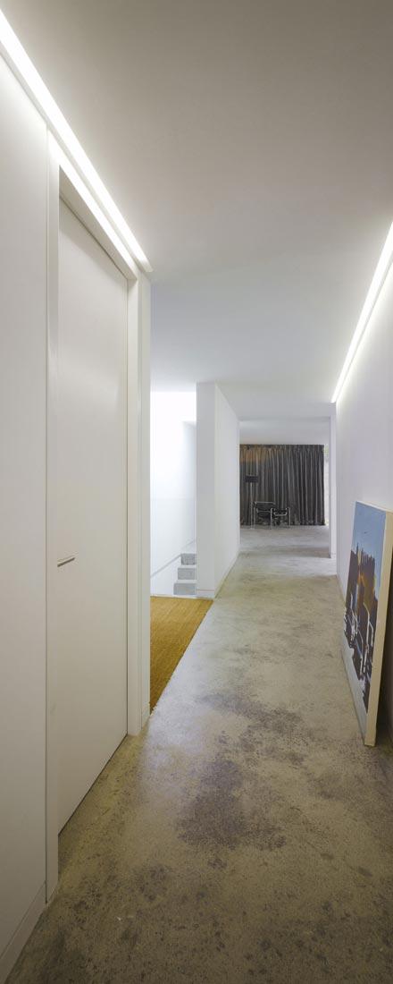 dwelling-maytree-simple-bold-sculptural-form-sits-foot-steep-escarpment-wicklow-hills-07