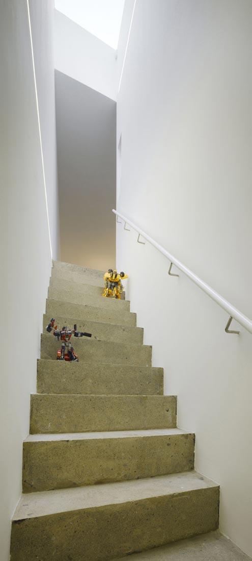 dwelling-maytree-simple-bold-sculptural-form-sits-foot-steep-escarpment-wicklow-hills-08