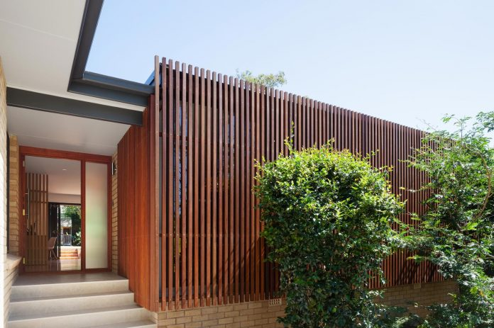 escu-house-sydneys-belrose-presents-open-inviting-contemporary-architecture-intelligent-yet-simple-confident-yet-subtle-02
