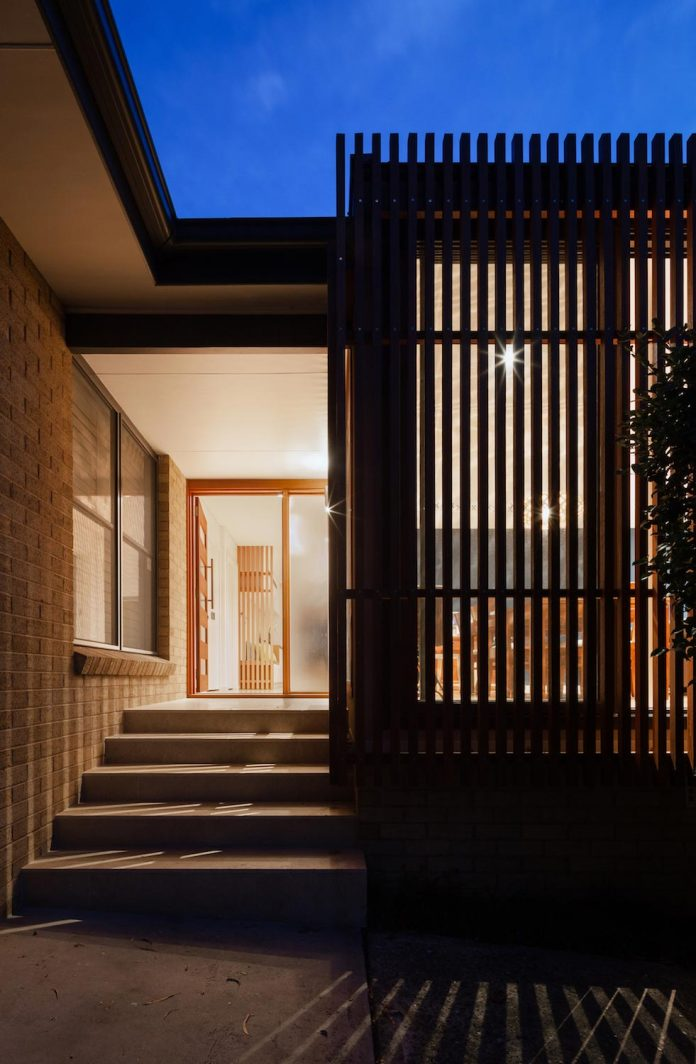 escu-house-sydneys-belrose-presents-open-inviting-contemporary-architecture-intelligent-yet-simple-confident-yet-subtle-14