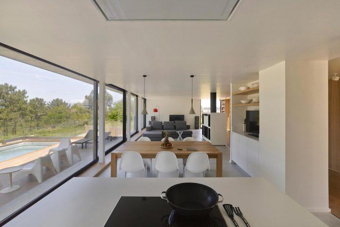 family-house-punta-canide-designed-diaz-y-diaz-arquitectos-bay-stunning-sea-views-05