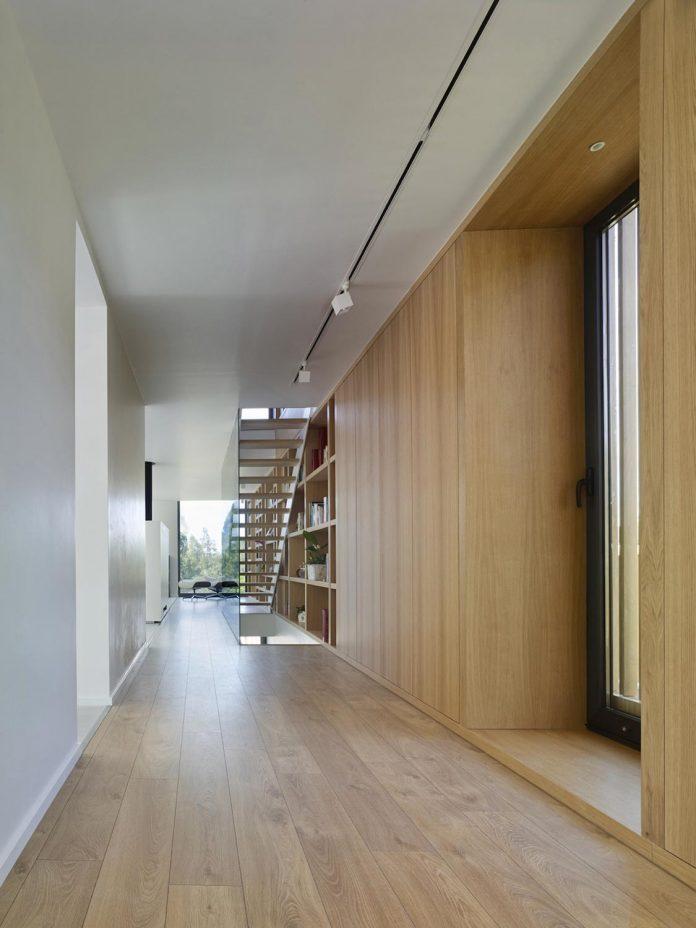 family-house-punta-canide-designed-diaz-y-diaz-arquitectos-bay-stunning-sea-views-06