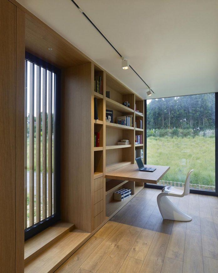 family-house-punta-canide-designed-diaz-y-diaz-arquitectos-bay-stunning-sea-views-09