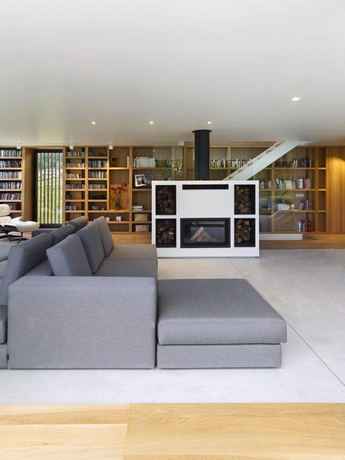 family-house-punta-canide-designed-diaz-y-diaz-arquitectos-bay-stunning-sea-views-10
