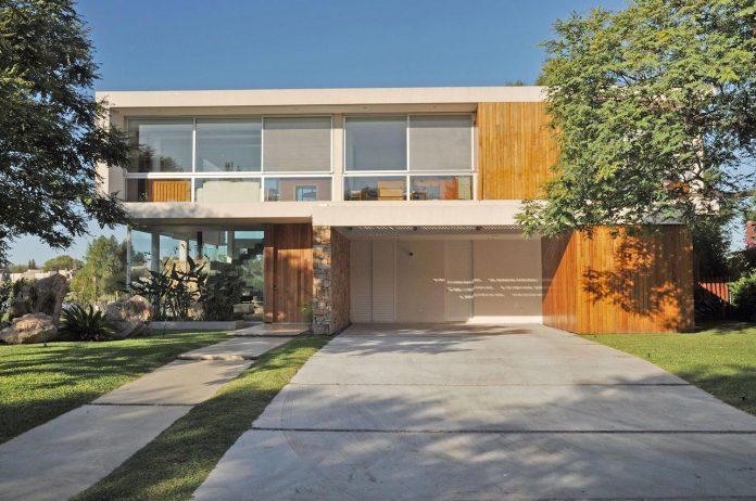 frame-residence-situated-rectangular-lot-backyard-towards-inner-lake-gated-neighborhood-01