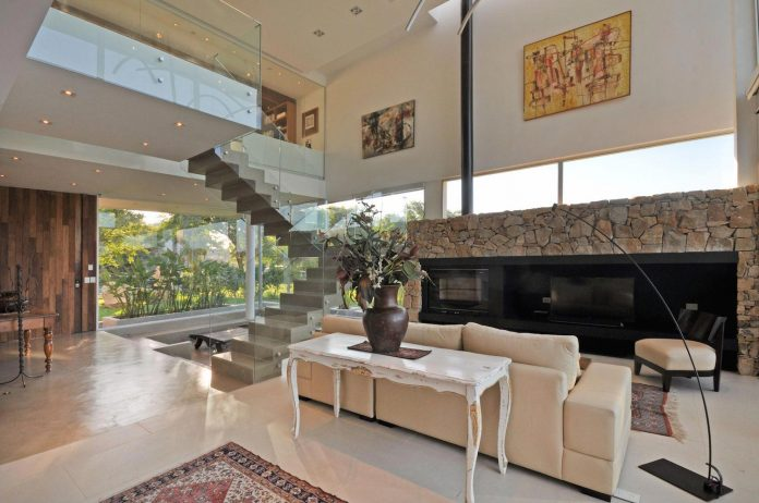 frame-residence-situated-rectangular-lot-backyard-towards-inner-lake-gated-neighborhood-05