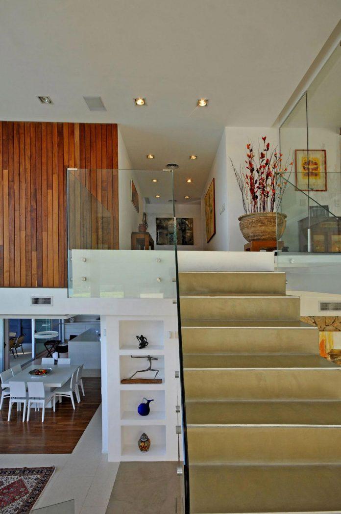 frame-residence-situated-rectangular-lot-backyard-towards-inner-lake-gated-neighborhood-09