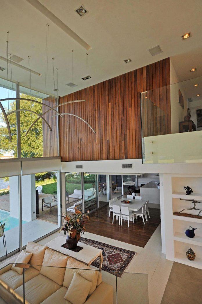 frame-residence-situated-rectangular-lot-backyard-towards-inner-lake-gated-neighborhood-10