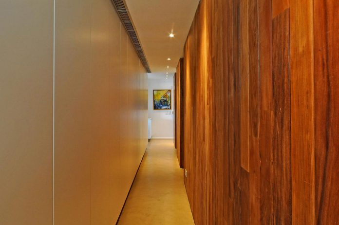 frame-residence-situated-rectangular-lot-backyard-towards-inner-lake-gated-neighborhood-11