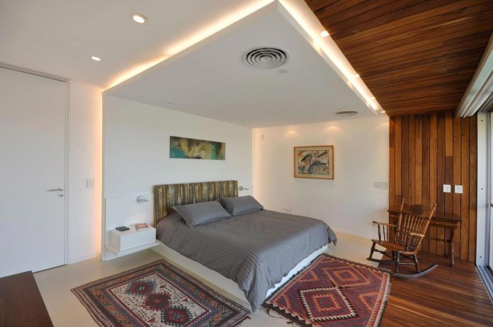 frame-residence-situated-rectangular-lot-backyard-towards-inner-lake-gated-neighborhood-12