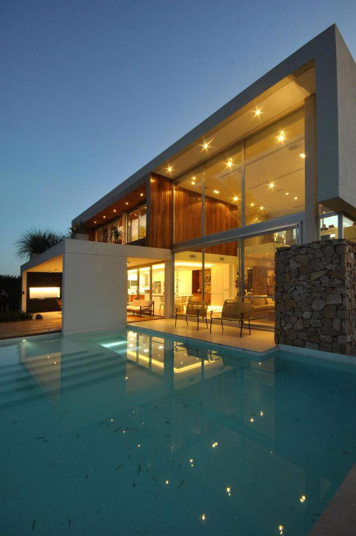 frame-residence-situated-rectangular-lot-backyard-towards-inner-lake-gated-neighborhood-17