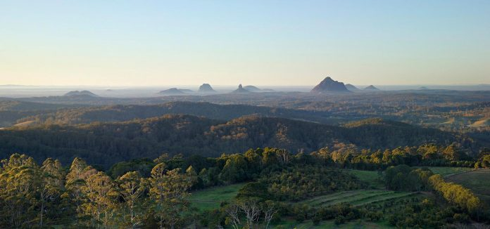 glass-house-mountains-house-perched-edge-remnant-rim-maleny-01