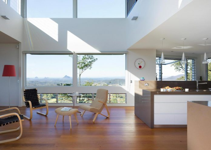 glass-house-mountains-house-perched-edge-remnant-rim-maleny-10