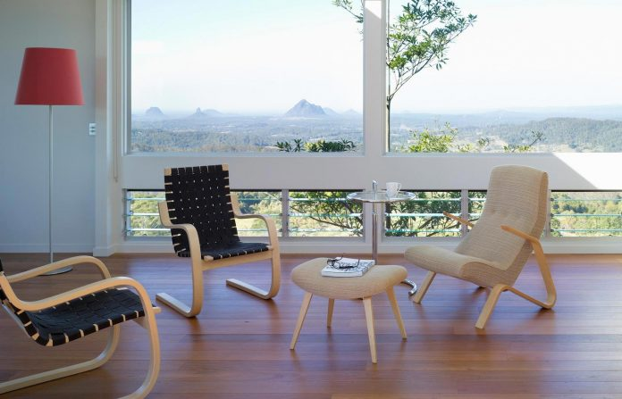 glass-house-mountains-house-perched-edge-remnant-rim-maleny-11