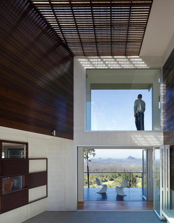 glass-house-mountains-house-perched-edge-remnant-rim-maleny-12