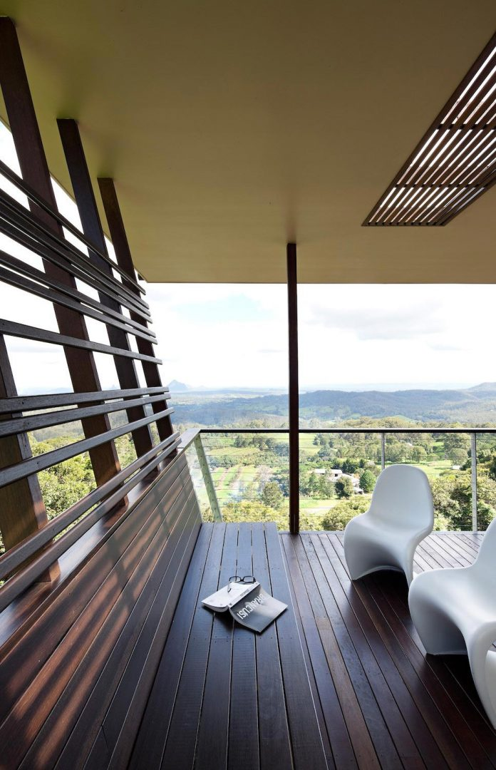 glass-house-mountains-house-perched-edge-remnant-rim-maleny-18