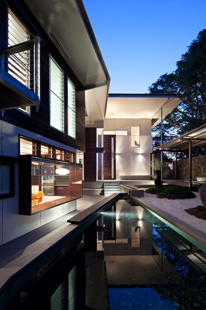 glass-house-mountains-house-perched-edge-remnant-rim-maleny-20